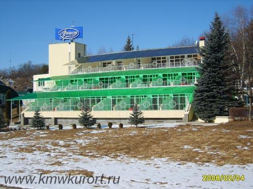 Фасад санатория Вилла Арнест