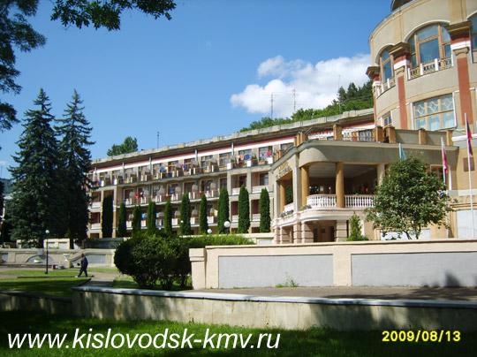Фасад санатория им. С.М. Кирова в Кисловодске