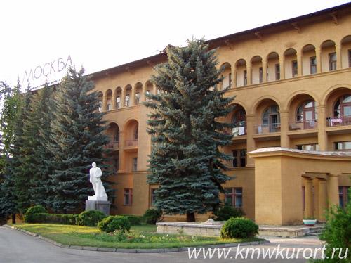 Фасад санатория Москва в Кисловодске