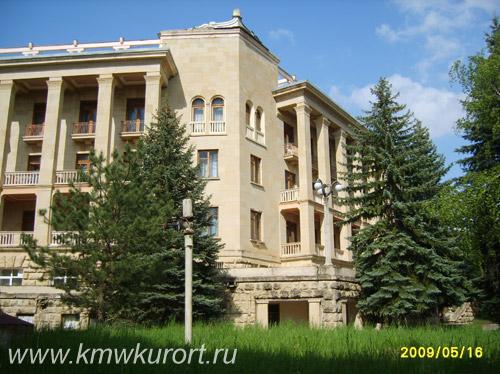Фасад санатория Орджоникидзе в Кисловодске
